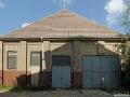 Diie benachbarte Quadrillenhalle (Reithalle) steht derzeit leer. Auch sie wird denkmalgerecht saniert und zu Wohnzwecken umgebaut.