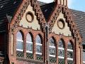 Bürgerhaus Charlottenburg: Giebel am Hauptgebäude