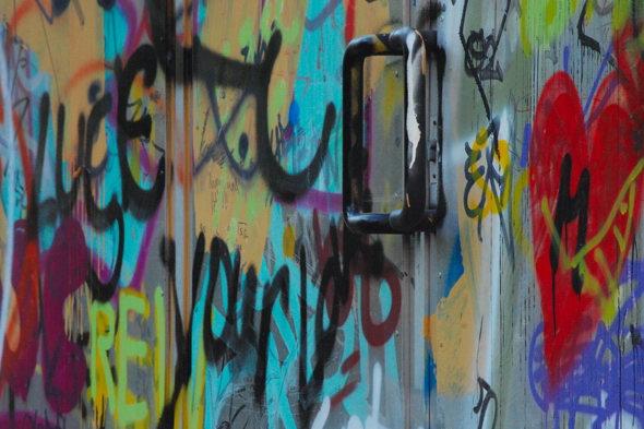 Grafitti am Gästehaus der DDR-Regierung in Pankow