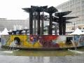 Der Brunnen der Völkerfreundschaft - ein eigenwilliger Farbklecks auf dem Alex