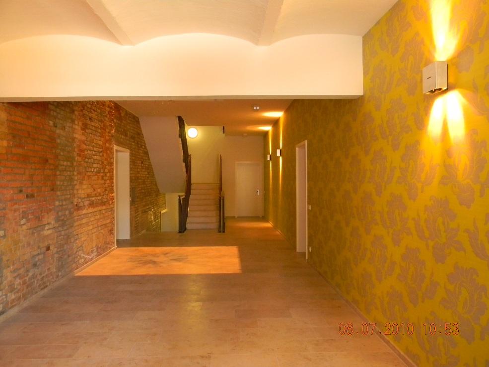 Edles Treppenhaus (mit Aufzug)