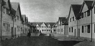 Innenhof des von Herrmann Muthesius realisierten Bauabschnitts der Preussensiedlung in Altglienicke kurz nach der Fertigstellung (Foto: Terraplan, Nürnberg)