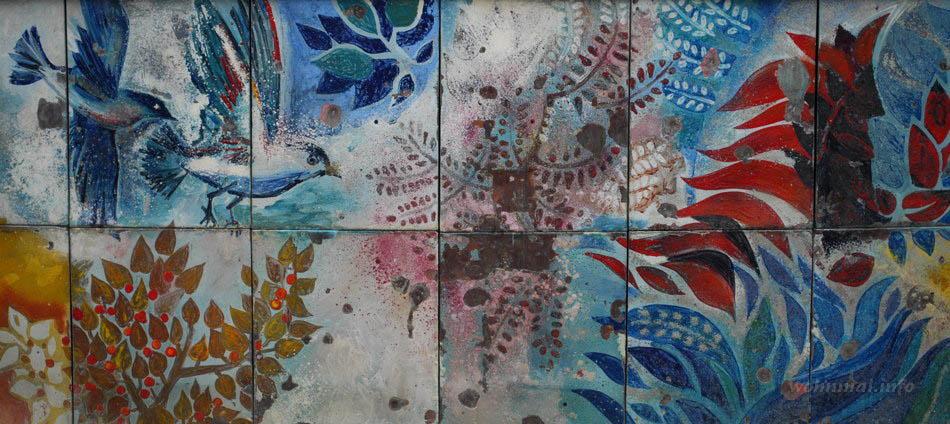 Buntes Emaillefries nach Entwürfen von Walter Womacka am Brunnen der Völkerfreundschaft