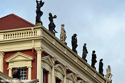 Griechische-Statuen-Hiller-Brandtschen-Haeuser