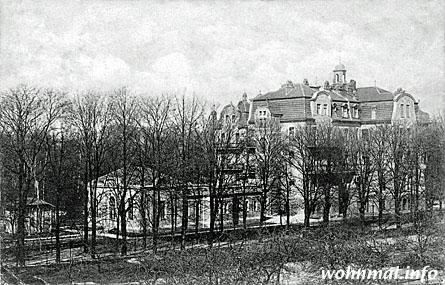 Das Park-Sanatorium in Pankow im Frühjar 1909 von Südosten aus gesehen. Der einstöckige Bau im Vordergrund ist das Badehaus. Foto: Archiv Sven Hoch