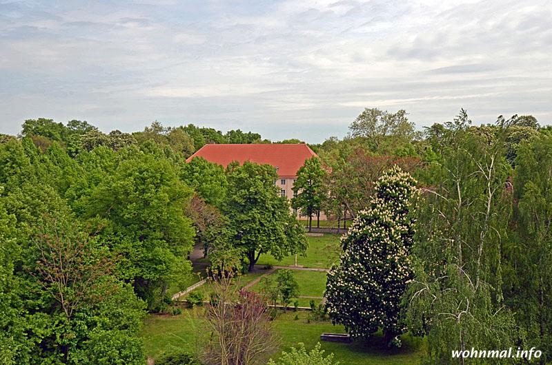 ... und natürlich die herrliche Aussicht in den Schlosspark genießen.