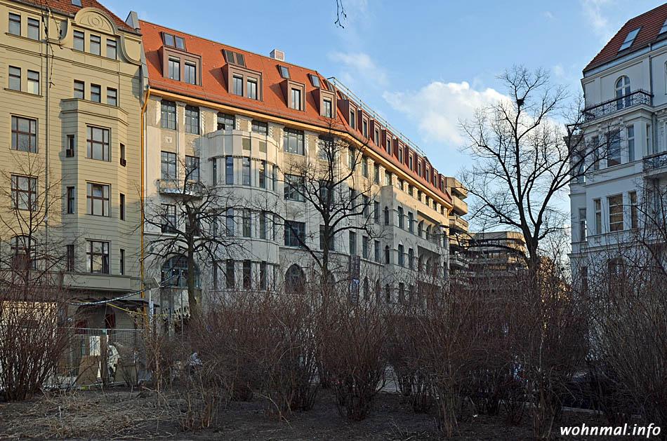 Bick vom Steinplatz auf das noch unvollendete Hotel am Steinplatz, aufgenommen am 8. April 2013. Foto: Sven Hoch