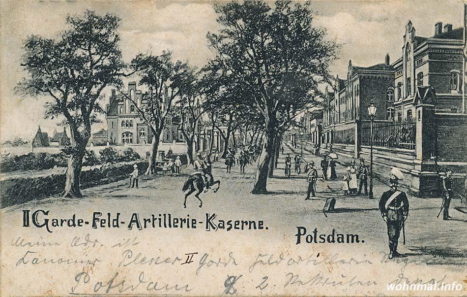 """Die """"Rote Kaserne"""" um 1895: Links (westlich) der Nedlitzer Straße ist auf dieser historischen Ansichtskarte das reich verzierte Offizierscasino zu erkennen, rechts (östlich) des Weges liegen die Bauten der eigentlichen Kaserne. Abb.: Archiv Wohnmal.info"""