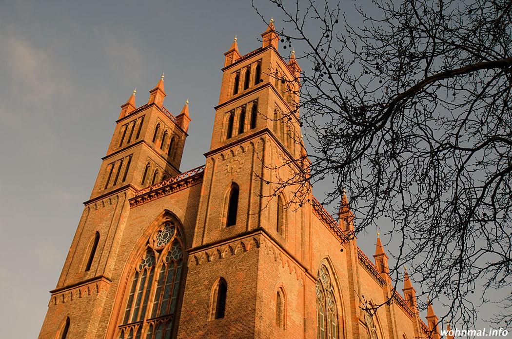 Perfekt in Szene gesetzte Eleganz: die Friedrichswerdersche Kirche an einem Morgen im April 2011. Foto: Sven Hoch